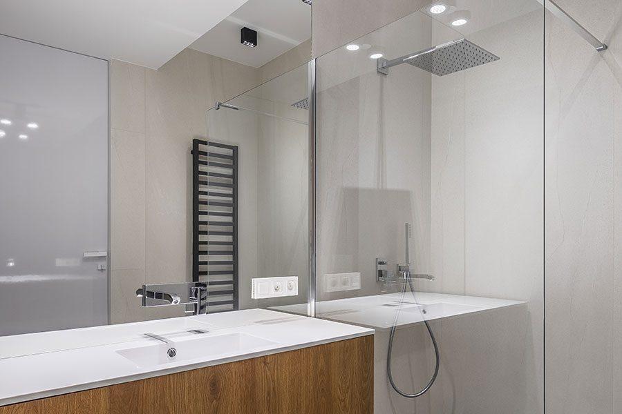 Mirrored bathroom slashback
